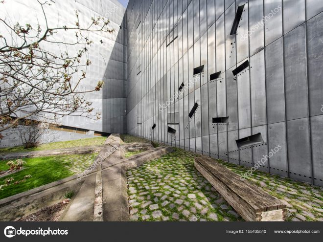 depositphotos 155435540 stock photo jewish museum in berlin 660x495 - Berlin - Architour
