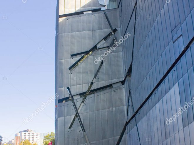 depositphotos 217969894 stock photo berlin germany september 2018 jewish 660x495 - Berlin - Architour